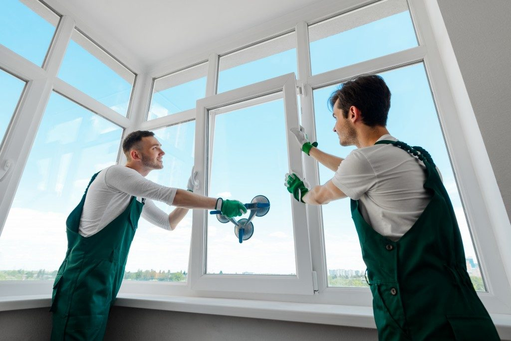 window installers putting in windows