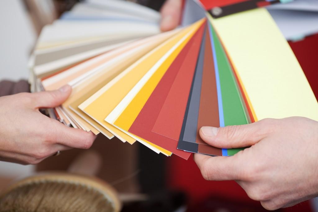 people choosing a color